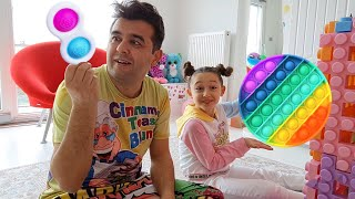 Öykü and her dad have so much fun Pop it Push Bubble Fidget